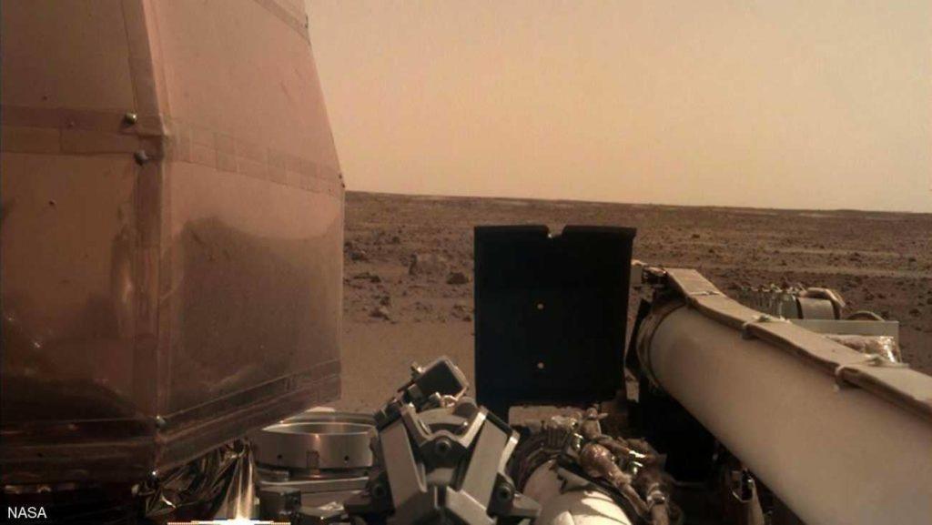 أول سيلفي للمسبار إنسايت من على المريخ