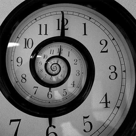 كيف يمكن بناء آلة الزمن